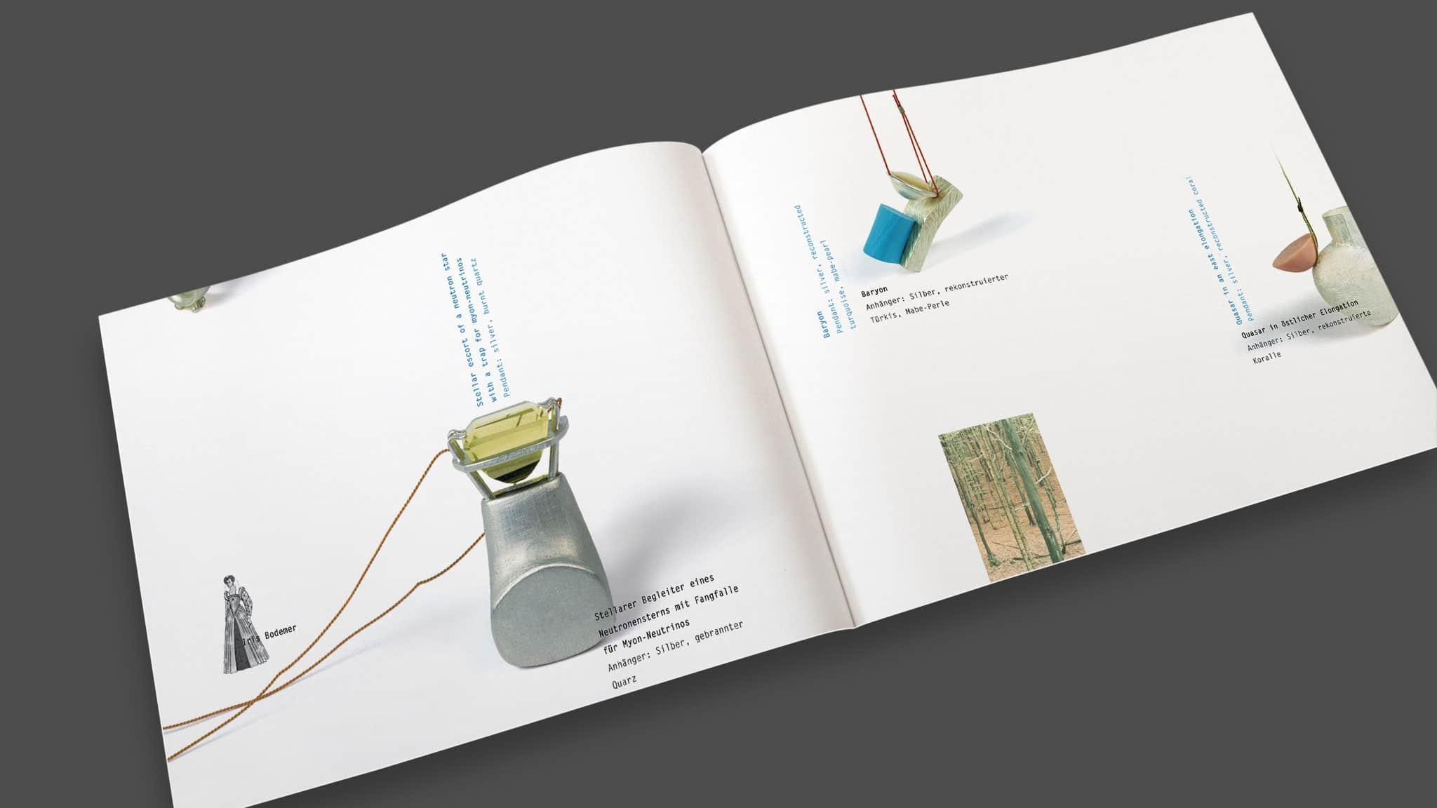 Innenseiten eines Ausstellungskatalogs für Schmuckdesign